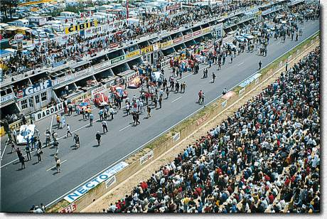 Le Mans 1967 Salida. Photo Rainer W. Schlegelmilch